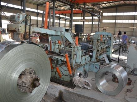 热镀锌扁钢生产过程01